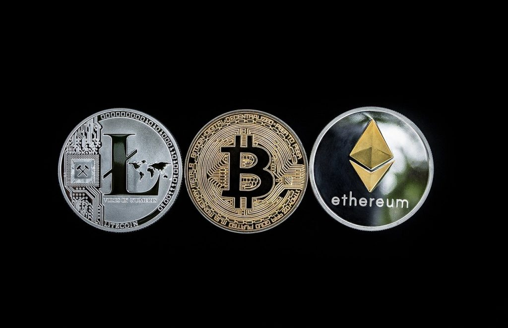 Are there other cryptocurrencies expected to grow along with Bitcoin?